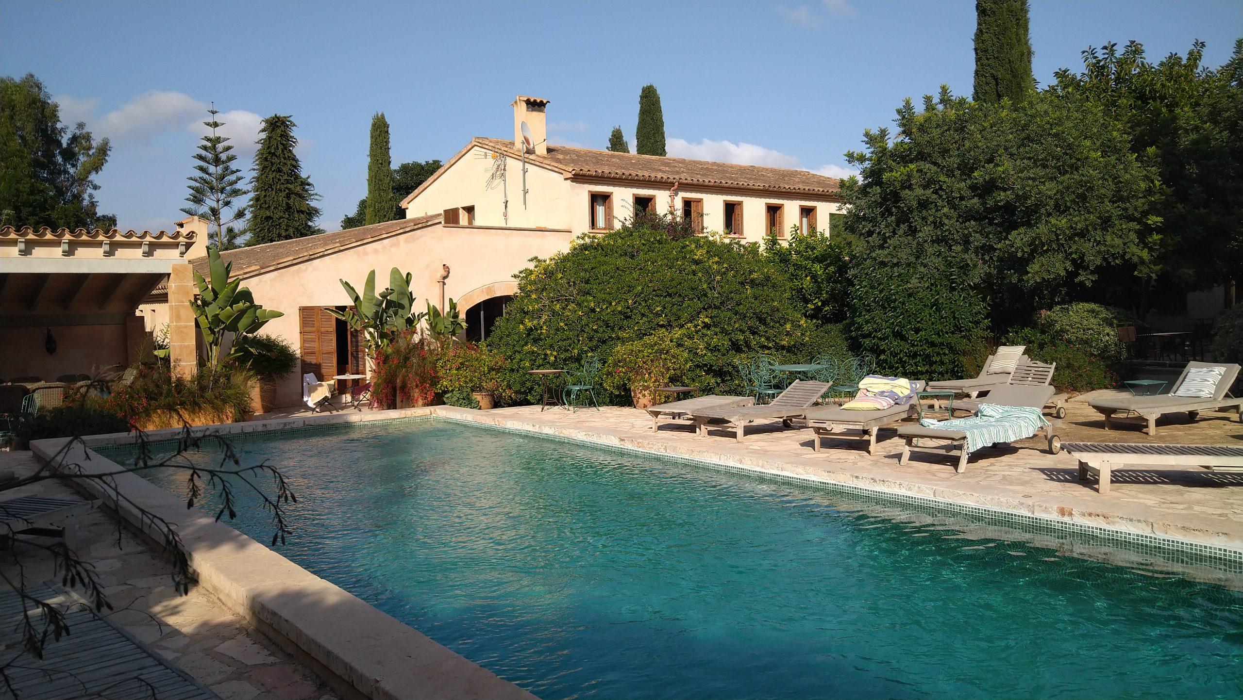 Yogaleicht - Yoga Retreat Mallorca - Ansicht Haus mit Pool